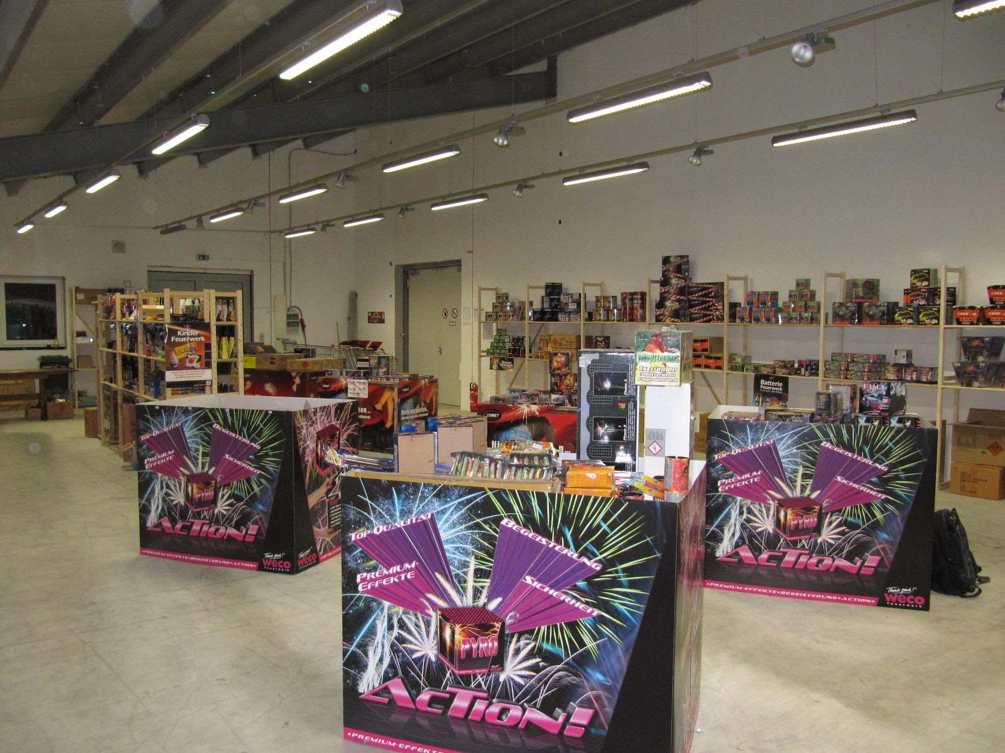 Große Auswahl an Batteriefeuerwerk, Silvesterraketen und Böller