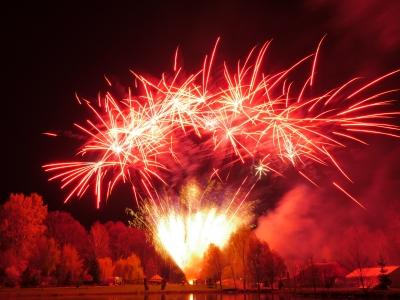 In der Ausbildung zum Pyrotechniker sollte man Erfahrung mit großen Feuerwerken sammeln.