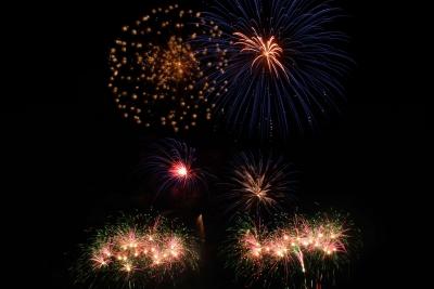 Feuerwerk zu Silvester hat Tradition, vor allem selbst zünden macht Spaß, eine hohe Schussdichte überzeugt auch den Nachbarn