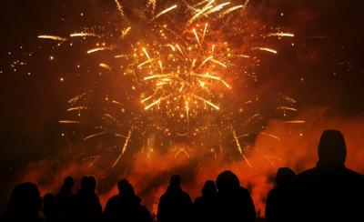 Beim Feuerwerk Gemeinschaftszünden sieht man häufig sehr schöne Feuerwerkseffekte, Zuschauer sind Willkommen.