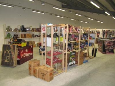 Silvesterfeuerwerk kauften Sie günstig im Lagerverkauf von Röder-Feuerwerk, riesige Auswahl und günstige Preise