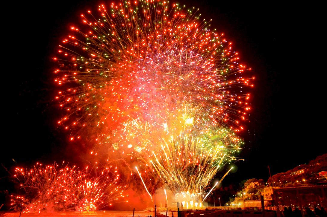 Gemeinsam mit anderen Feuerwerk Fans, Feuerwerke auf der ganzen Welt bestaunen